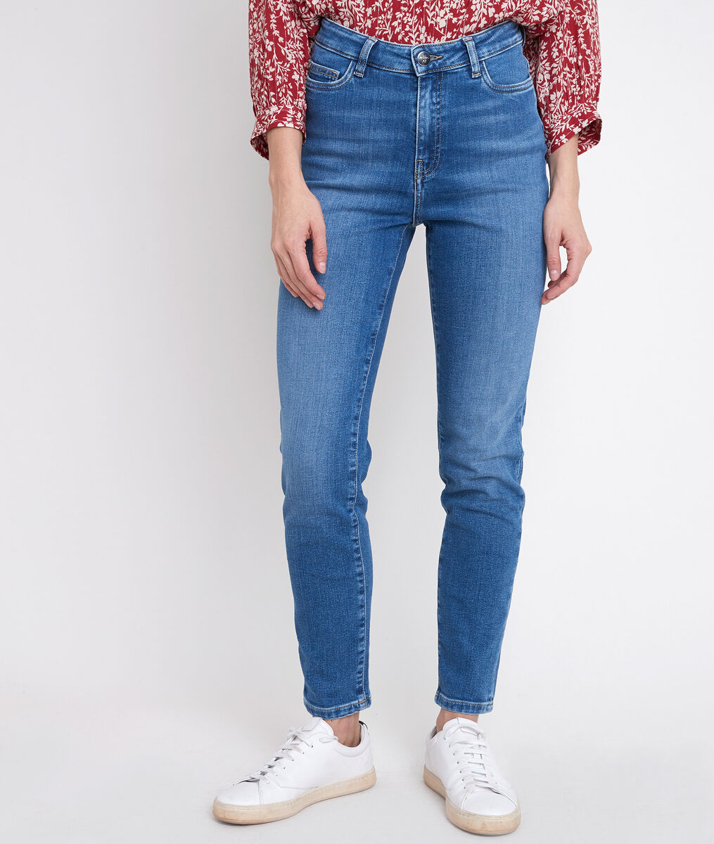 Suzy, the Iconic slim-fit stone used jeans PhotoZ | 1-2-3