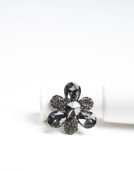 Xiao silver trefoil brooch with black stones  PhotoZ | 1-2-3