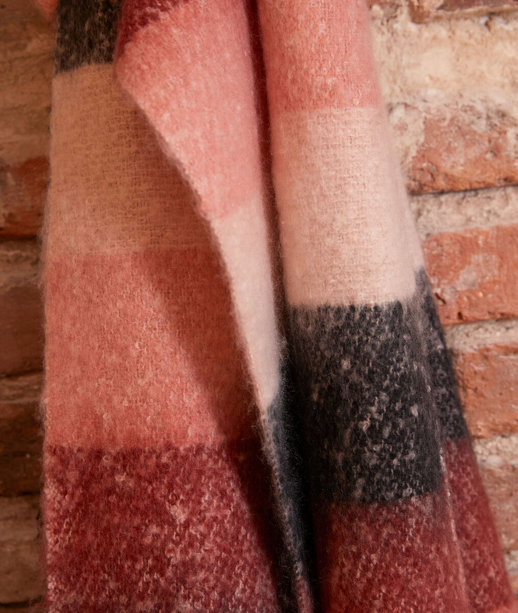 Haiza thick pink scarf  PhotoZ | 1-2-3