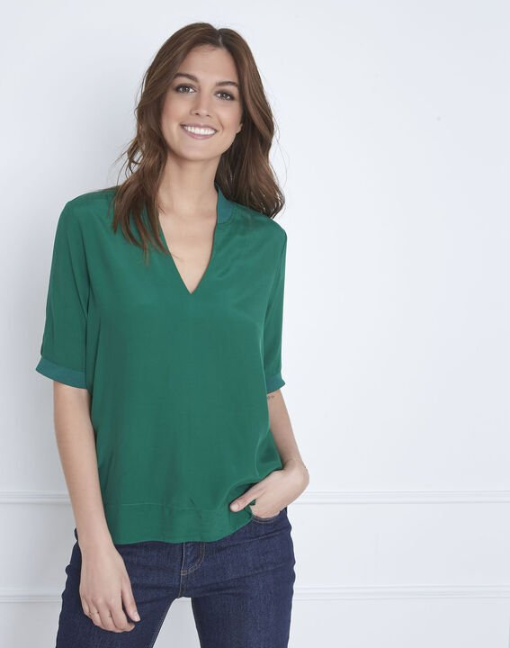 Virginie meadow green V-neck flowing blouse (1) - Maison 123