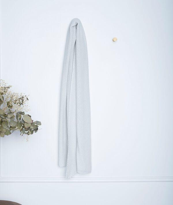 Greta ecru pleated scarf PhotoZ   1-2-3