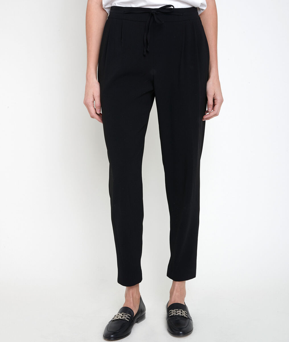 Flynn black crepe carrot trousers PhotoZ | 1-2-3