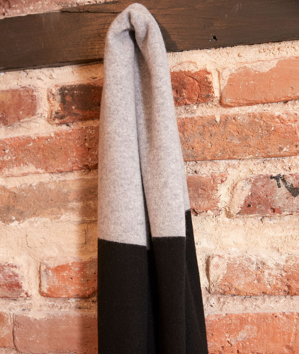 Hilary black cashmere scarf PhotoZ | 1-2-3
