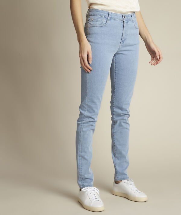 Suzy: our original slim-fit stone-washed jeans PhotoZ | 1-2-3