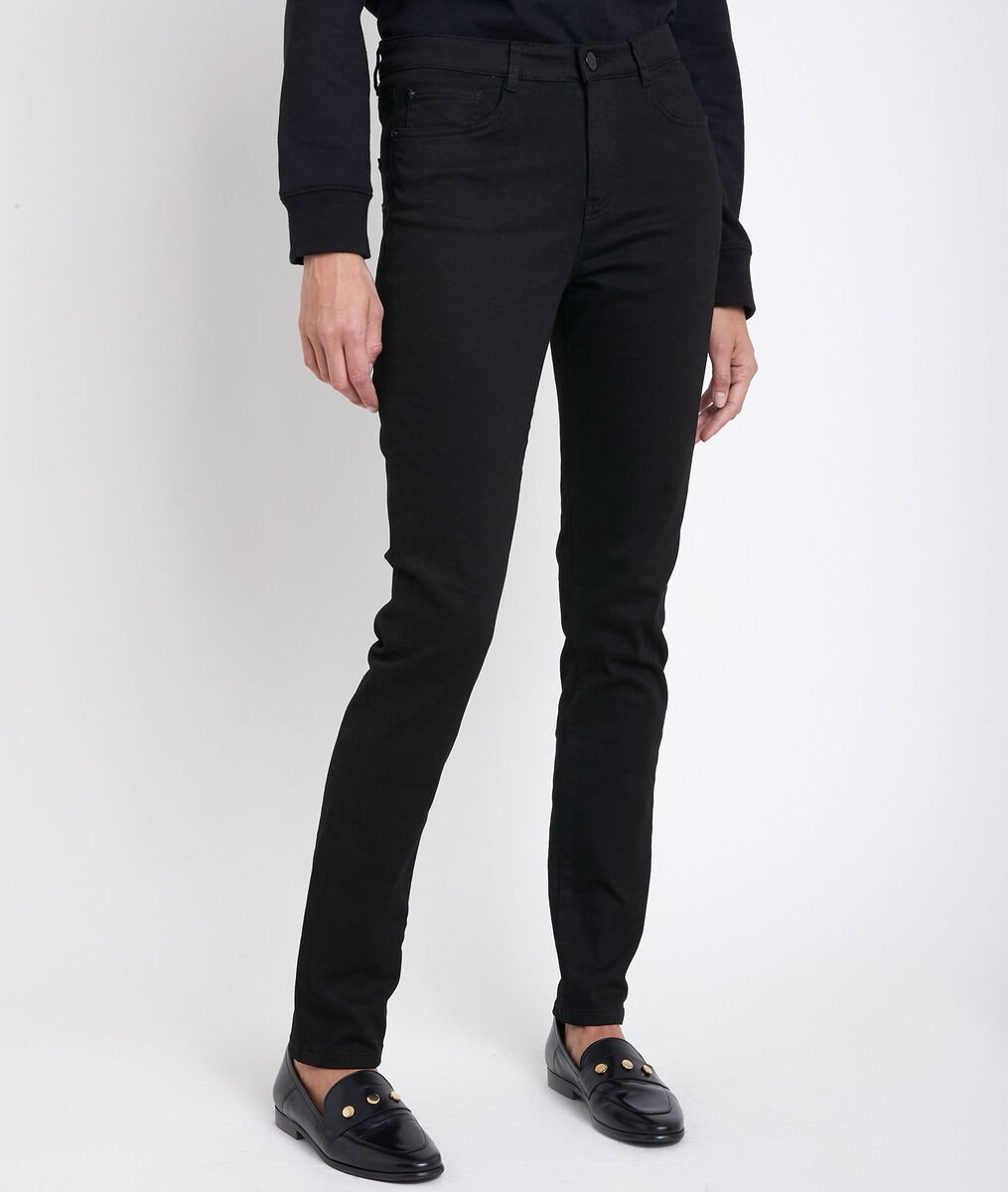 Suzy, the iconic black slim-fit jeans  PhotoZ   1-2-3