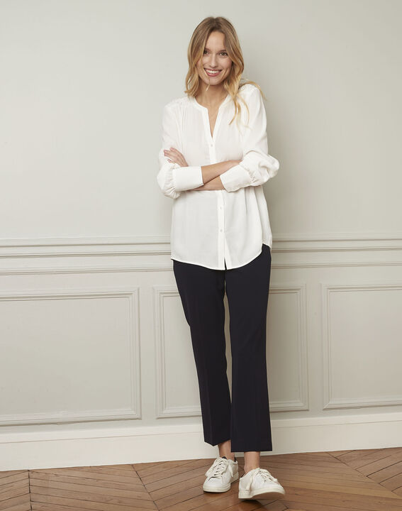 Valda ecru V-neck viscose blouse  (2) - Maison 123