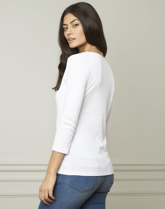 Basic white T-shirt with V-neck eyelet neckline (3) - Maison 123