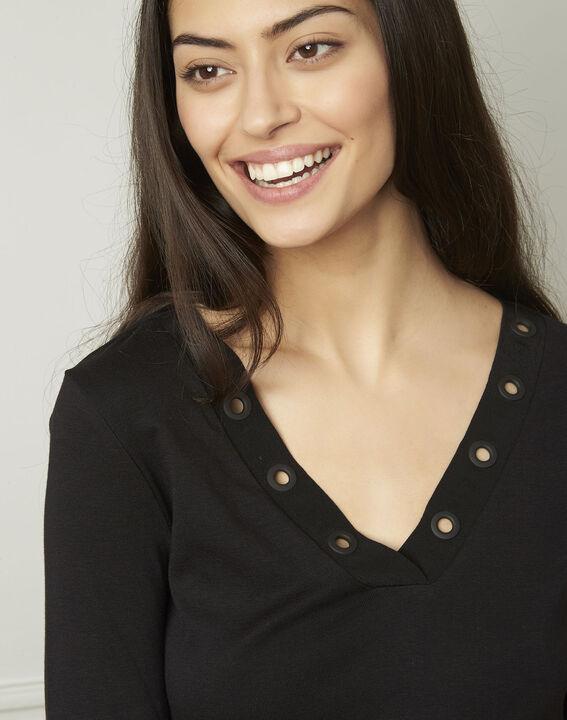 Basic black T-shirt with V-neck eyelet neckline (4) - Maison 123