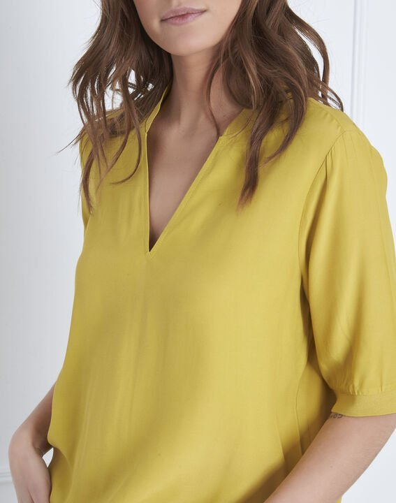 Virginie lime green V-neck flowing blouse (3) - Maison 123