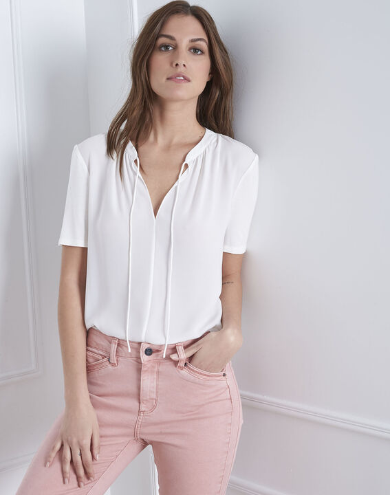 Viola laced blouse with white neck (1) - Maison 123
