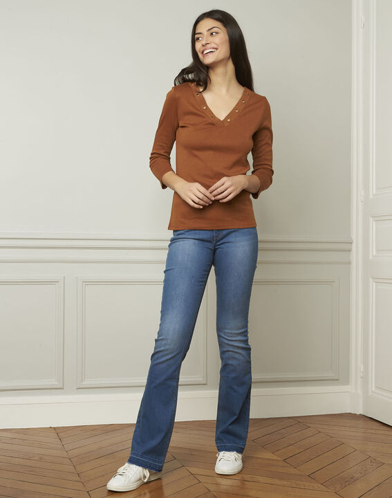 Basic brown T-shirt with V-neck eyelet neckline (2) - Maison 123