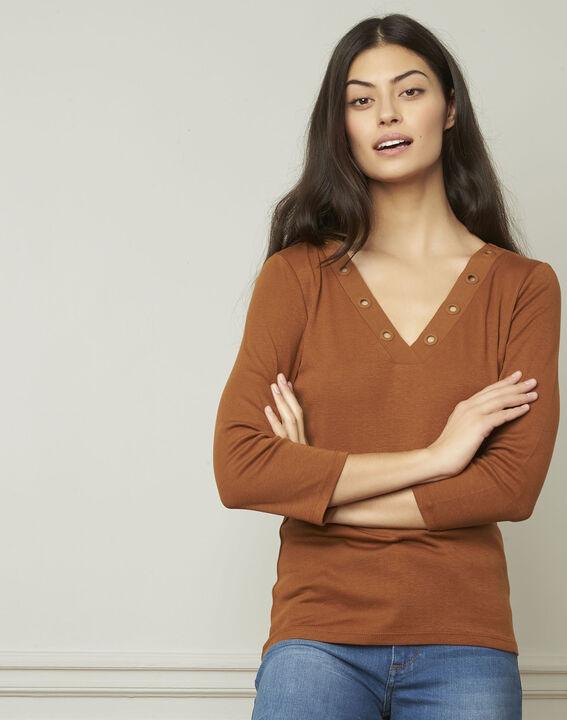 Basic brown T-shirt with V-neck eyelet neckline (1) - Maison 123