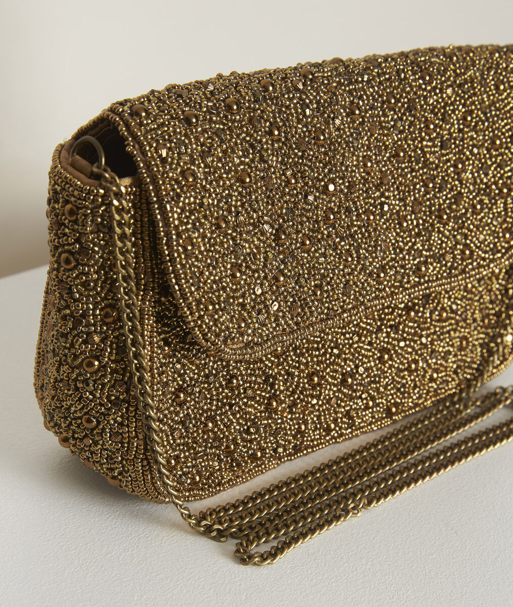 Hanae golden embroidered clutch PhotoZ | 1-2-3