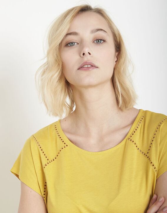 Provence yellow T-shirt with ladder lace trim (3) - Maison 123