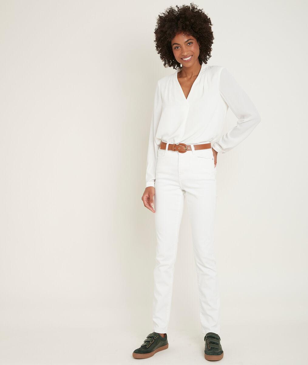 Suzy, the iconic white slim-fit slim jeans PhotoZ | 1-2-3