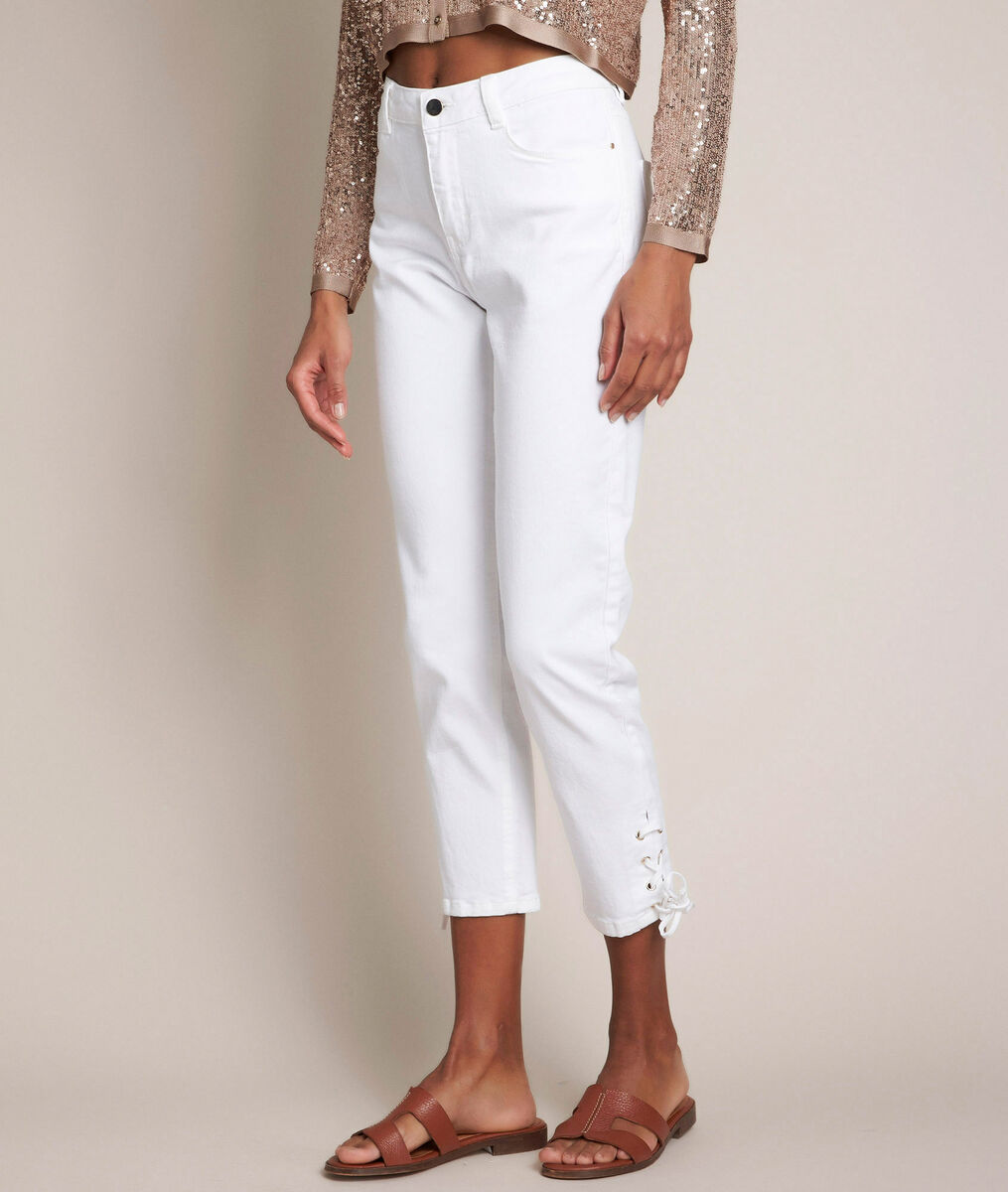 Agathe, the iconic white laced slim jeans PhotoZ | 1-2-3