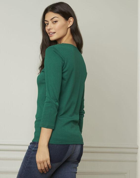 Basic green T-shirt with V-neck eyelet neckline (3) - Maison 123