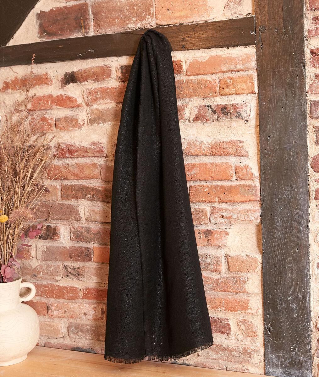 Hanais shimmery black scarf PhotoZ | 1-2-3