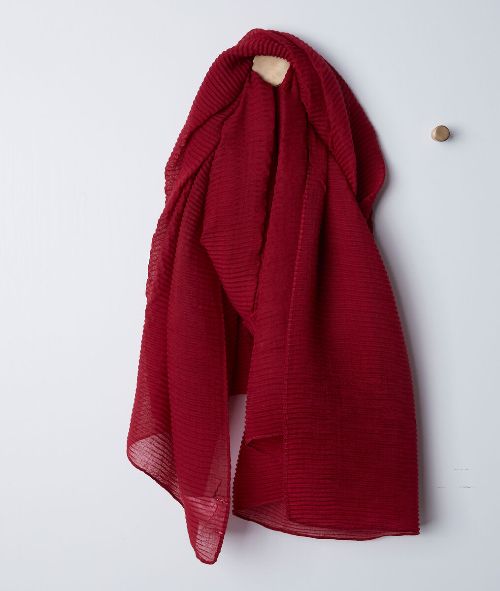 Barry red pleated scarf PhotoZ | 1-2-3