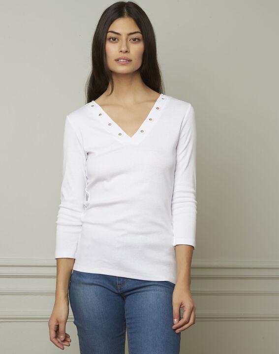 Basic white T-shirt with V-neck eyelet neckline PhotoZ | 1-2-3