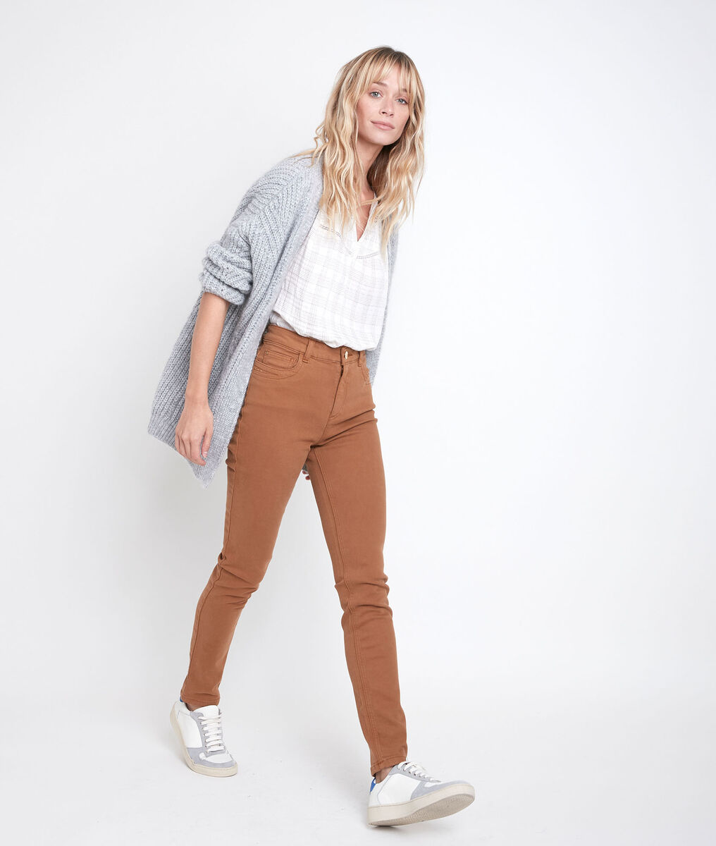 Suzy, the iconic slim-fit ochre jeans PhotoZ | 1-2-3
