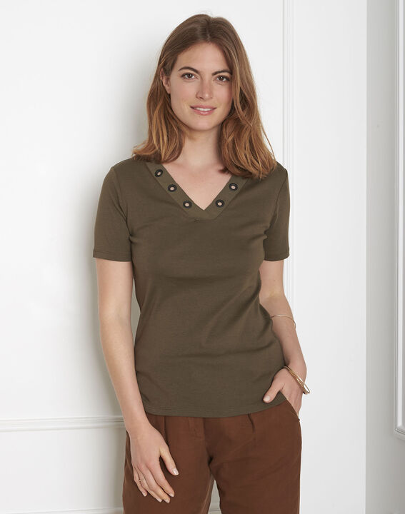 Basic khaki T-shirt with eyelet neckline (1) - Maison 123